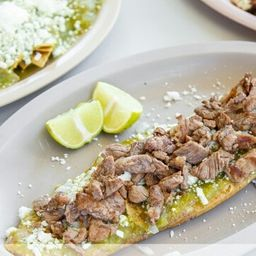 Huarache de Bistec con Longaniza