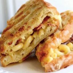 Mac y Cheese Panini