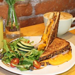 Grilled Cheese Cardamomo