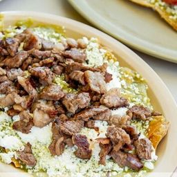 Chilaquil con Bistec y Huevo