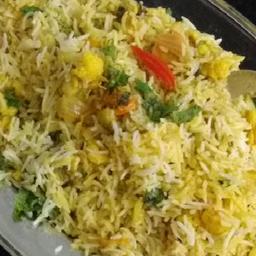 Vegetable Dum Briyani With Raita