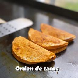 Tacos de Birria y Queso