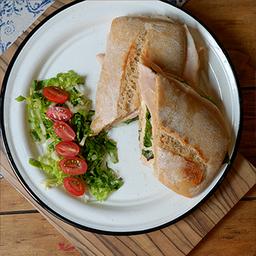 Panini de Salami y Queso Crema