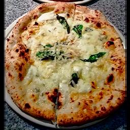 Dos Pizzas Biancaneve E I Sette Formaggi