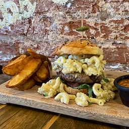 Mac&cheese burger combo