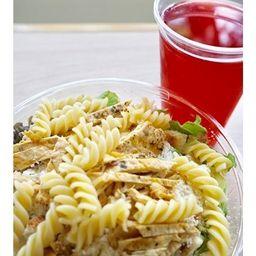 Ensalada césar con extra pasta & bebida
