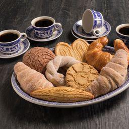 Charola de 4 Panes Más 4 Cafés