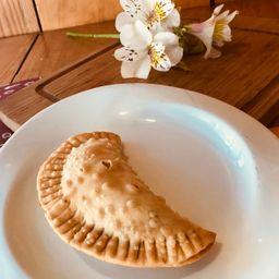 Empanada de Queso, Jitomate y Albaca