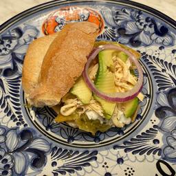 Torta de Chilaquiles con Pollo