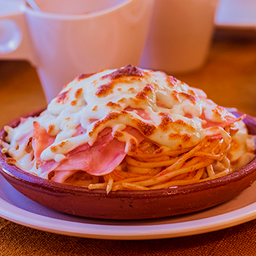 Espaguetti al Horno con Crema , Queso y Jamón