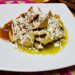 Chilaquiles Mixtos con Pollo