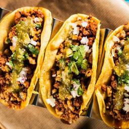 10 tacos y bebidas