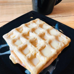 2 Waffles c/miel, cajeta o lechera