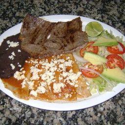 Enchilada con Bistec de Res