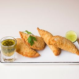 Empanada Argentina con Chimichurri