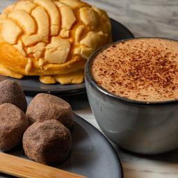 Concha y Chocolate Caliente