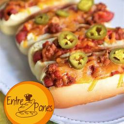 Hot dog con chorizo y queso fundido