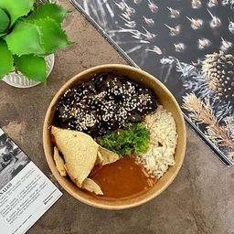 Bowl de Pollo con Camote y Mole Negro
