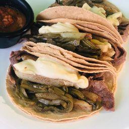 Tacos de Bisteck de Res con Queso y Papas