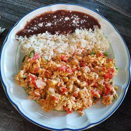 Huevos a la Mexicana .