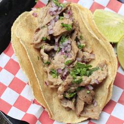 Taco de Bistec de Res con Tortilla de Harina y Queso