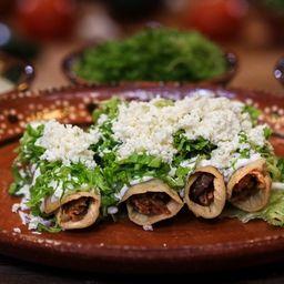 Tacos Dorados de Barbacoa