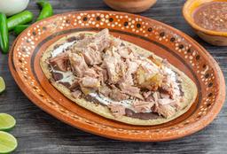 Huarache de Carnitas