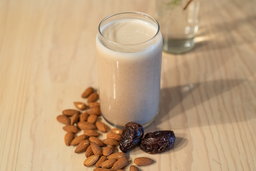 Leche Lucy in the Sky with Almonds