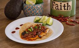 Tres Tacos de Chicharrón Prensado con Quintoniles