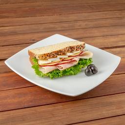 Sandwich Pechuga De Pavo Y Manzana