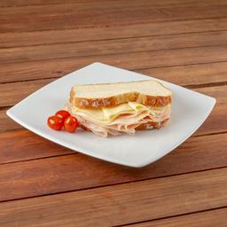 Sandwich Clasico De Pavo