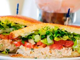 Chicken Salad Sándwich