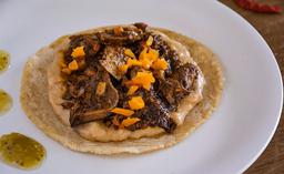 Tres Tacos de Lengua de Res en Adobo
