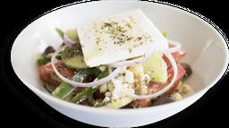Horiátiki salata + 1 Bebida