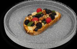 Tosta de Crema de Cacahuate y Frutas