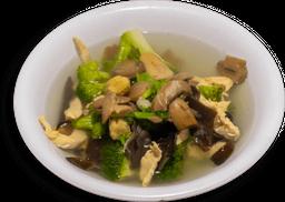 Sopa de verdura con pollo