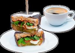Toast de Mozarella + Café Americano o Té