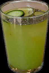 Agua de Limón con Pepino y Chía