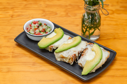 Molletes con Queso Oaxaca