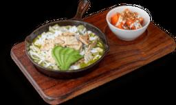 Chilaquiles con Pollo + Jugo