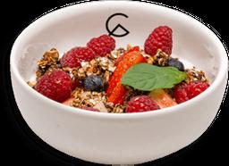 Plato de Frutos Rojos con Yogurt Griego