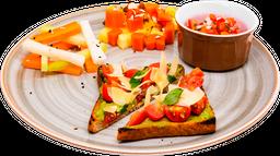 Toast de Aguacate con Parmesano y Jitomate