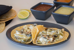 Tacos de Rajas con Crema
