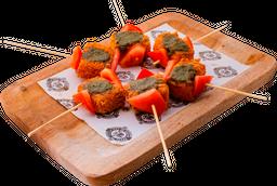 Pinchitos de Queso y Tomate con Pesto