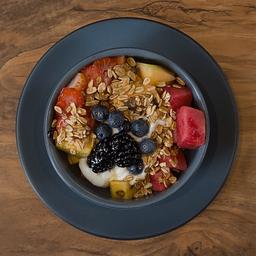 Bowl de fruta con yogurt
