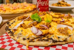 Pizza Grande de Cochinita Pibil + 2 cervezas Coronita