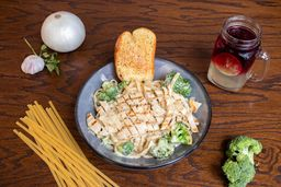 Chicken & Broccoli Alfredo Pasta