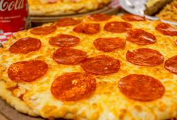 Pizza Grande de Pepperoni + 2 cervezas Coronita