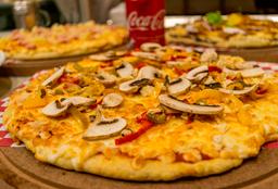 Pizza Grande de Funghi con Verdura + 2 cervezas Coronita
