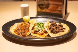 Tres Tacos de Carnita de Res